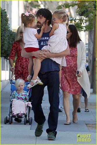 Ben Affleck & Jennifer Garner: kalabasa Picking with the Girls!