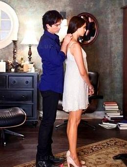 Damon Helps Elena with Her ہار