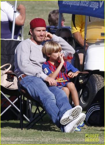 David Beckham Watches His Mini Fußball Stars!