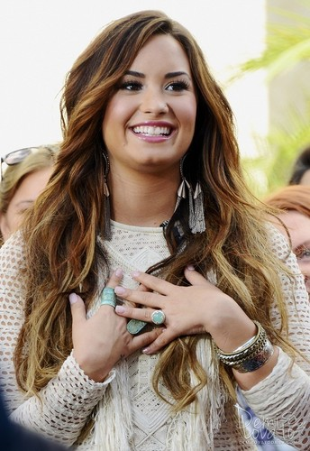 Demi - Visits Extra at The Grove - October 11, 2011