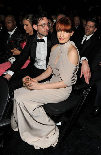 Florence + The Machine Hintergrund probably with a business suit and a dress suit entitled Flo and her boyfriend (?)