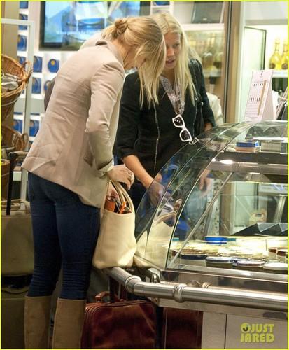 Gwyneth Paltrow & Cameron Diaz: Heathrow Departure Duo