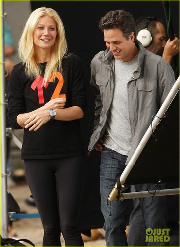 Gwyneth Paltrow: 'Thanks for Sharing' Set with Mark Ruffalo!