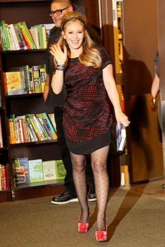 Hilary @ Barnes & Noble in NYC