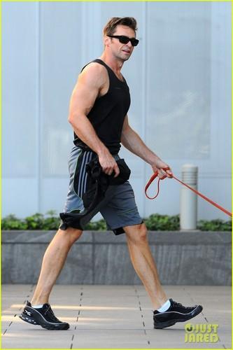 Hugh Jackman Talks Karaoking With Robert Pattinson