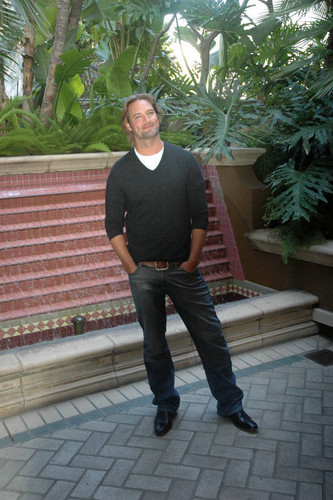 "Josh Holloway-""Lost"" Press Conference- may 2010"