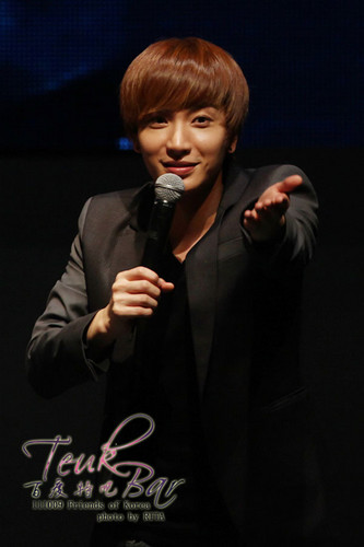 LEETEUK**111009 دوستوں of Korea CON