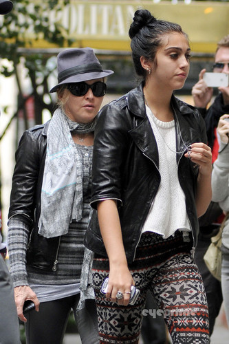 Lourdes and 麦当娜 out in Manhattan, Oct 1