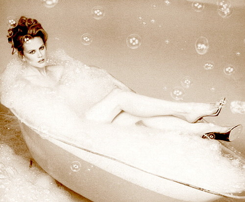 Nicole Kidman kertas dinding with a hot tub titled Lovely Nicole