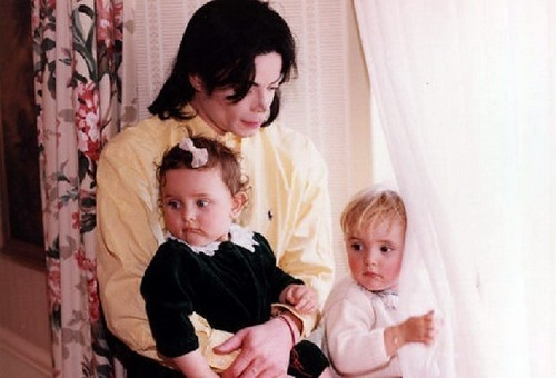 Mikie with kids in South Africa. 년 1999