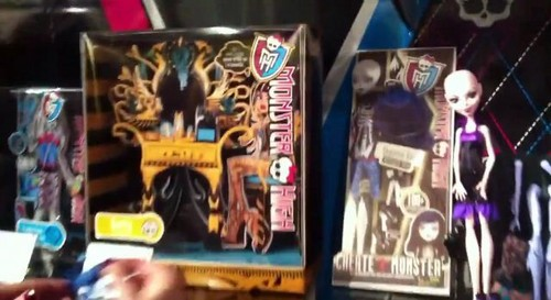 Monster High, Frankie New Clothes ????