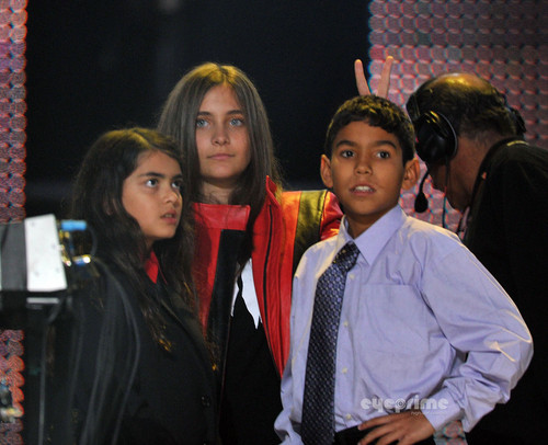 Paris, Prince and Blanket: Michael Forever Tribute концерт in the UK, Oct 8