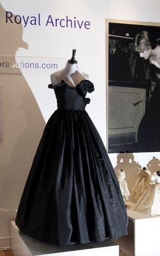 Princess Diana's Gown Sells for $276,000