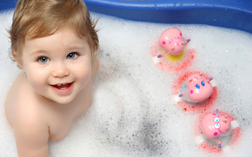 Sweety Babies پیپر وال with a hot tub, a bathtub, and a bathroom called Sweet Baby