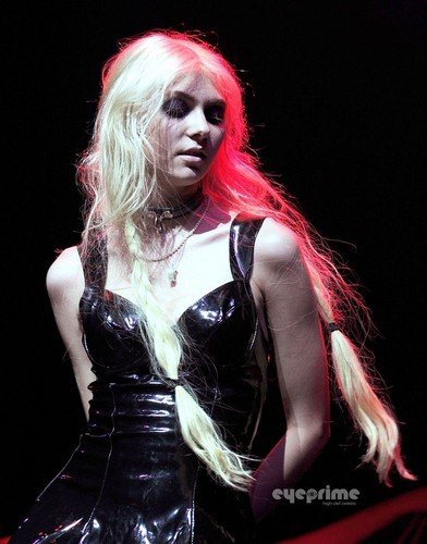 Taylor Momsen performs at The rubah, fox Theatre in Oakland, October 10