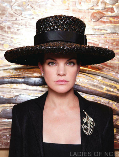 Pauley Perrette wallpaper with a snap brim hat, a campaign hat, and a sombrero called Watch Magazine