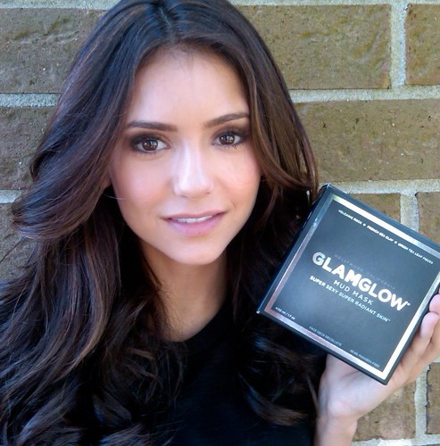Nina Dobrev kertas dinding called ninadobrev: Cinta @GlamGlowMud ! It's magical ;)