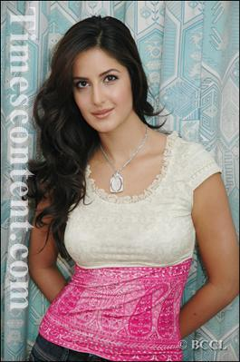 Katrina Kaif karatasi la kupamba ukuta called the awesome kat