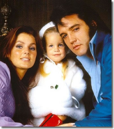 elvis presley fondo de pantalla possibly containing a portrait titled ☆ Elvis, Priscilla & Lisa Marie