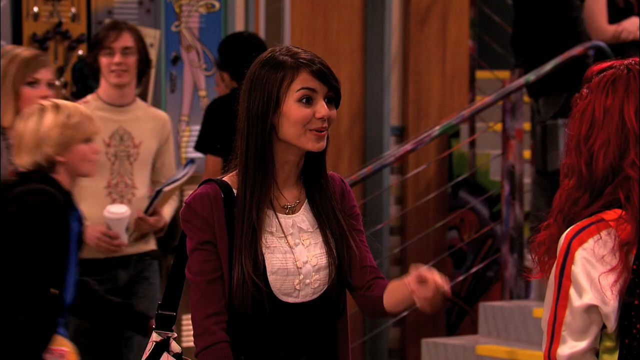 Pilot' 1x01 - Victorious Image (26064391) - Fanpop Victorious Beck And Cat Kiss