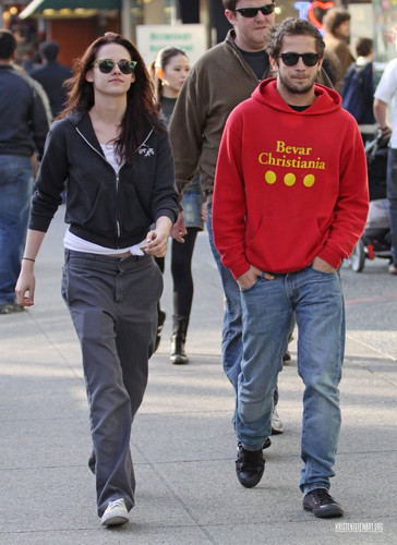 Are kristen stewart and michael angarano still dating november 2009