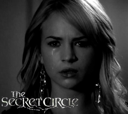 Cassie Crying (Black and White from 1x05-Slither)