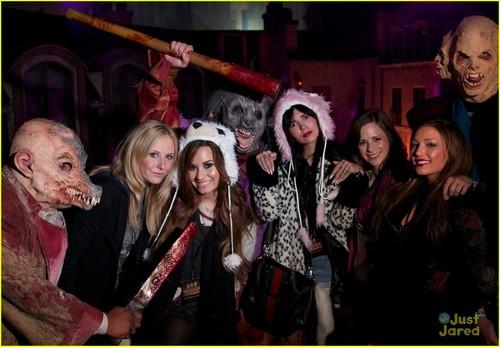 Demi Lovato: हैलोवीन Horror Nights!
