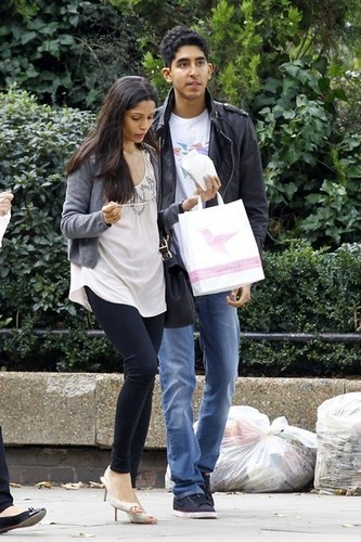 Freida পিন্টো and Dev Patel Spotted at Notting Hill- October 13, 2011