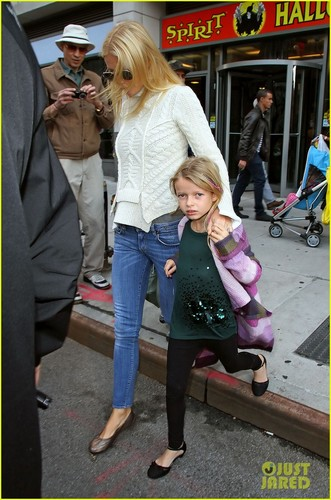 Gwyneth Paltrow: Costume Shopping with Apple & Moses!