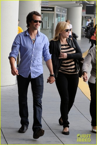 Kate Winslet: Airport Arrival with Ned Rocknroll!