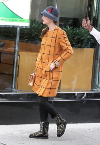 "Leighton Meester On Set Of ""Gossip Girl"" october 12"