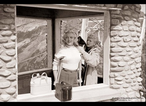 Marilyn Monroe wallpaper possibly containing a revolving door, a sign, and a diner called Marilyn, August 1953
