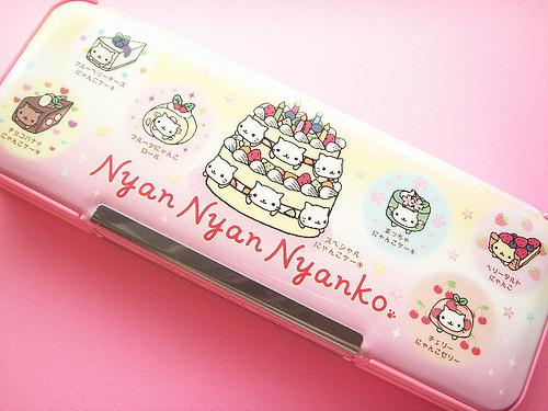 Nyan Cat karatasi la kupamba ukuta entitled Nyan Cat Pencil Case