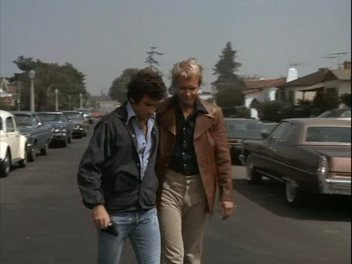 Starsky and Hutch (1975) wallpaper containing a business suit, a street, and a carriageway called Starsky&Hutch