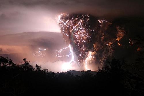 Tornado meets a 화산