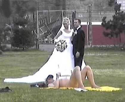 Weird and Wacky Wedding các bức ảnh