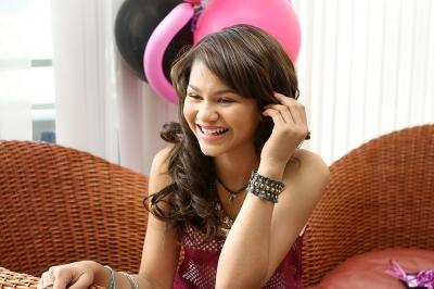 http://images5.fanpop.com/image/photos/26000000/Zendaya-s-Birthday-zendaya-coleman-26012121-400-266.jpg