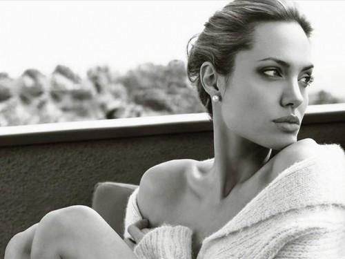 ★Angelina Jolie.