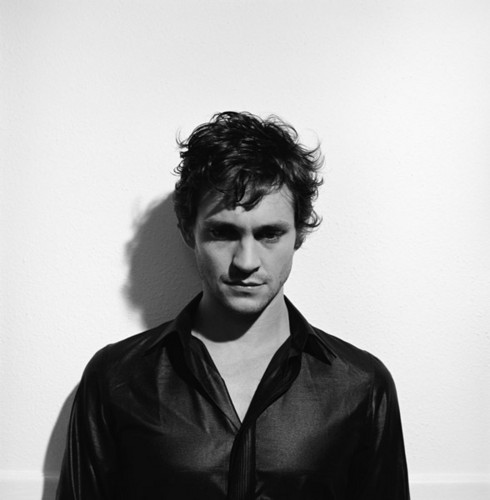Hugh Dancy hình nền probably containing a well dressed person titled ♥HD ♥