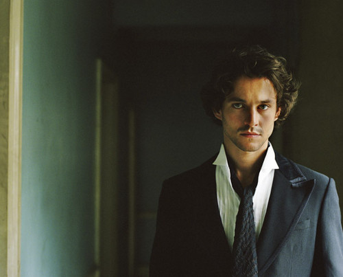 Hugh Dancy Hintergrund containing a business suit and a suit titled ♥HD ♥