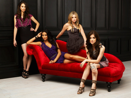 Pretty Little Liars la serie tv wallpaper possibly with a divano titled ★Pretty little liars.