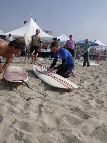 4th annual project save our surf's 'surf 2011 celebrity surfathon' – jour 1