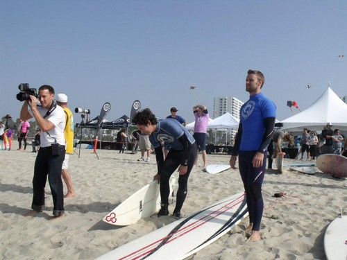 4th annual project save our surf's 'surf 2011 celebrity surfathon' – día 1