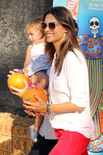 Alessandra Ambrosio at Mr. Bones kürbis Patch