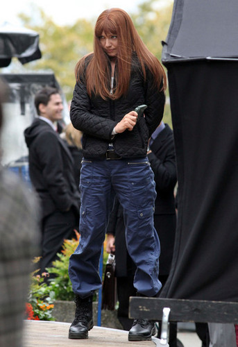Anna Torv fond d'écran possibly with a business suit entitled Anna Torv on the Set of 'Fringe' in Vancouver