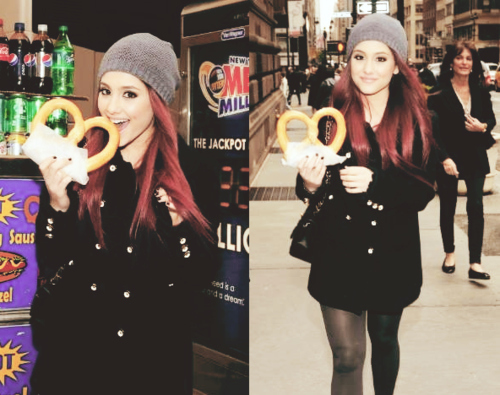 Ariana Grande eating a galleta salada, pretzel