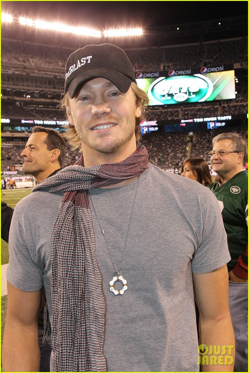 Chad Michael Murray: Sideline at New York Jets Game! - chad-michael-murray photo