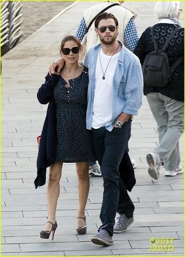 Chris Hemsworth & Elsa Pataky: Lunch in Barcelona!
