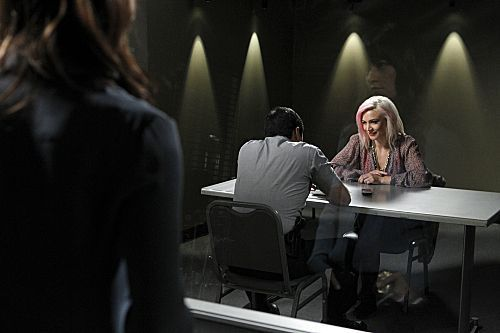Episode 4.08 - rosa Tops - Promotional foto