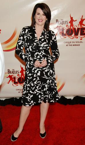 "Gala Premiere Of ""The Beatles tình yêu bởi Cirque Du Soleil"""